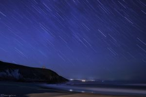 Falling stars at the beach. by MarioGuti