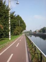 bicycle path on Naviglio by kingnilo