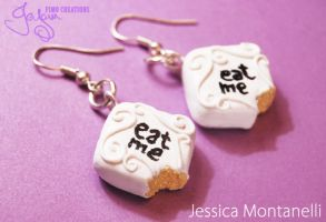 'Eat me' cake - Earrings by Jeyam-PClay