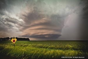 Amazing supercell thunderstorm - 6.14.13 by CRELLIOTT0302