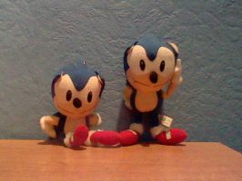 Sonic Plush Twins by DarkGamer2011