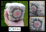 Crochet Weighted Companion Cube by Kottdjur