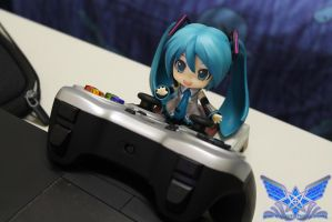 Miku Playing Games by BoboMagroto