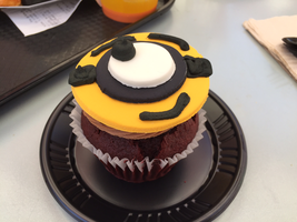 New kind of minion cupcake at Univsl. Studios by Cartuneslover16