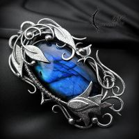 Brooch LYRIATHIA - Silver and Labradorite. by LUNARIEEN