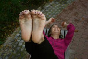Wrinkles in the air - laughing by foot-portrait