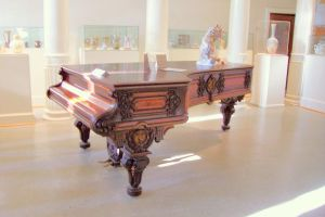 Grand Piano Pllars by paintresseye
