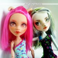 Howleen and Frankie repaint by AshGUTZ
