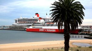Queen Mary 2 in melbourne by 121199