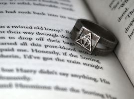 Deathly Hallows Ring by LabNoesis