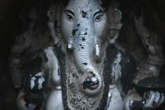 .:Ganesha:. by metro-skies