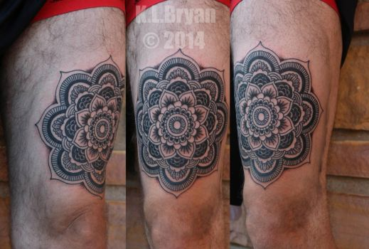 Henna style tattoo on the thigh by danktat