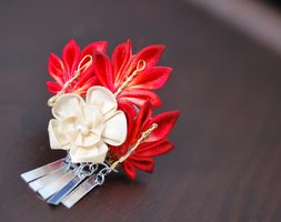 Small Momiji Ume (Maple and Plum) Kanzashi for BJD by hanatsukuri